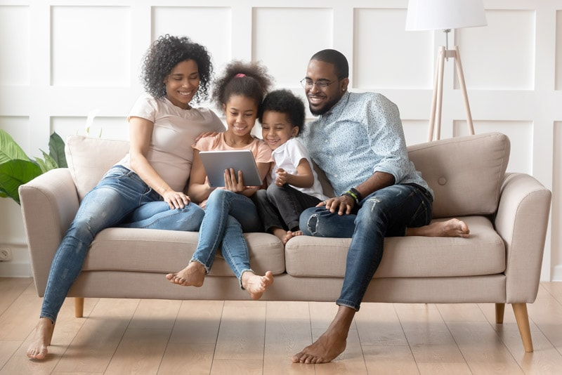 Family using wireless internet - Worldline
